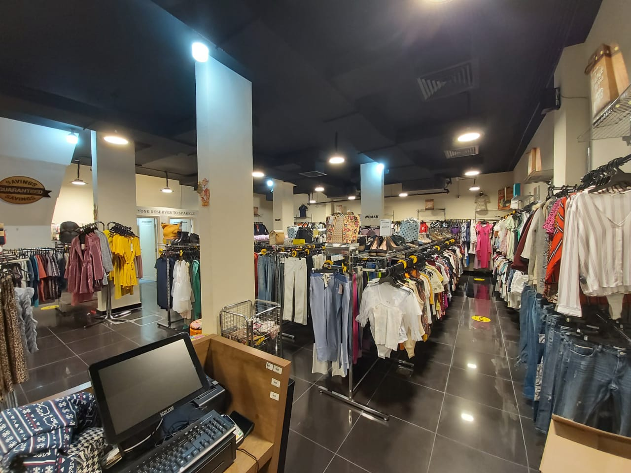 BRANDED_STOCK_CLOTHES_BUSINESS_FOR_SALE_709