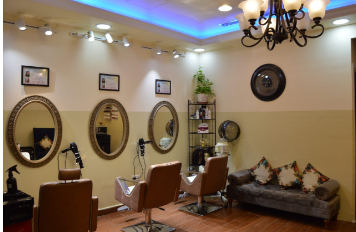 Fully_furnished_and_equipped_salon_for_Sale_(With_products)!_723