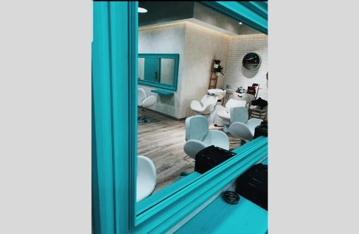 Ladies_beauty_salon_for_sale_in_downtown_736