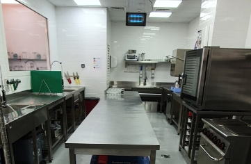 Fully Equipped Kitchen in Great Location in Dubai