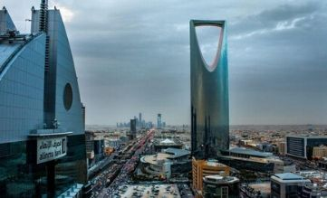 Saudi Arabia temporarily halts all entry by land from the UAE, Bahrain and Kuwait…